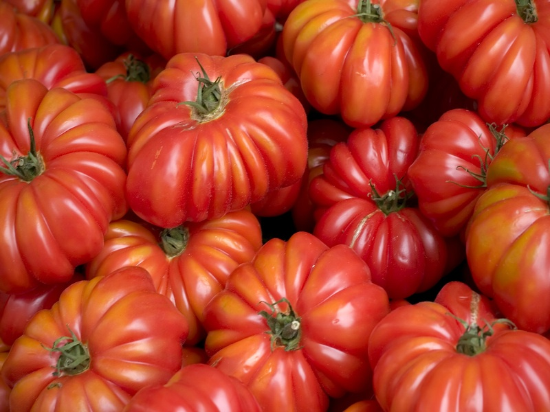 bigstock-Tomatoes-At-Farmer-S-Market---2254590.jpg