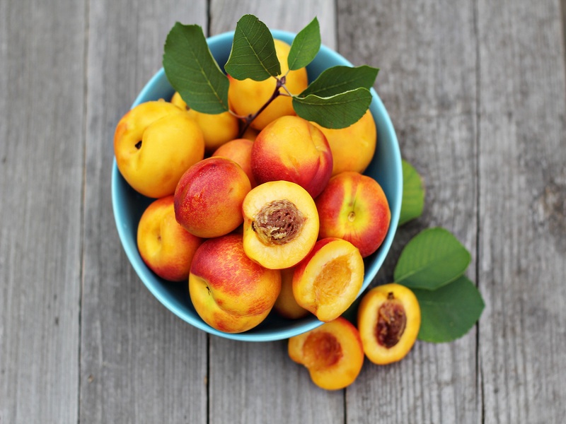 bigstock-Fresh-peaches-in-blue-bowl-81220457.jpg